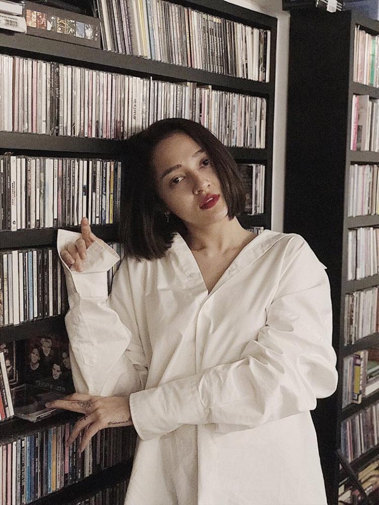 Trước đó, Bảo Anh cũng bật mí ekip tham gia vào việc sản xuất MV cho ca khúc này bao gồm đạo diễn Đinh Hà Uyên Thư, stylist Kelbin Lei…