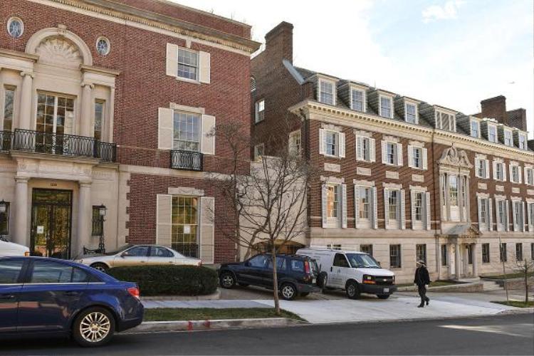 Bên ngoài một tòa nhà thuộc cơ ngơi đồ sộ củaBezos ở thủ đô Washington. Ảnh: Business Insider