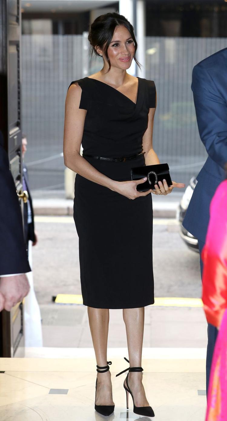 Trong những sự kiện gần đây, Meghan Markle cũng gây chú ý với nhiều bộ cánh ấn tượng khác. Cô được kỳ vọng sẽ trở thành biểu tượng thời trang của Anh quốc như Công nương Kate Middleton.
