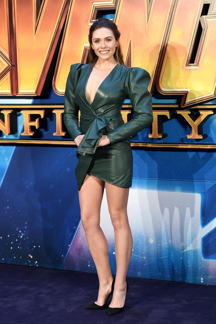Trong đêm ra mắt bộ phim bom tấn Avengers: infinity War, Elizabeth Olsen diện chiếc đầm theo hơi hướng nữ anh hùng. Phần cầu vai được thiết kế to và rộng để tượng trưng cho nhân vật Thor. Mãu đầm từ thương hiệu Alexandre Vauthier với nội dung ý nghĩa giúp Elizabeth vươn lên top mặc đẹp trong tuần.