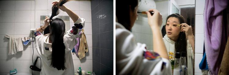 """Làm tóc và trang điểm mỗi sáng là điều Shen cần làm trước khi tới công sở. """"Phụ nữ cần độc lập và được tôn trọng, tôi nghĩ thế là đủ,"""" Shen nói."""