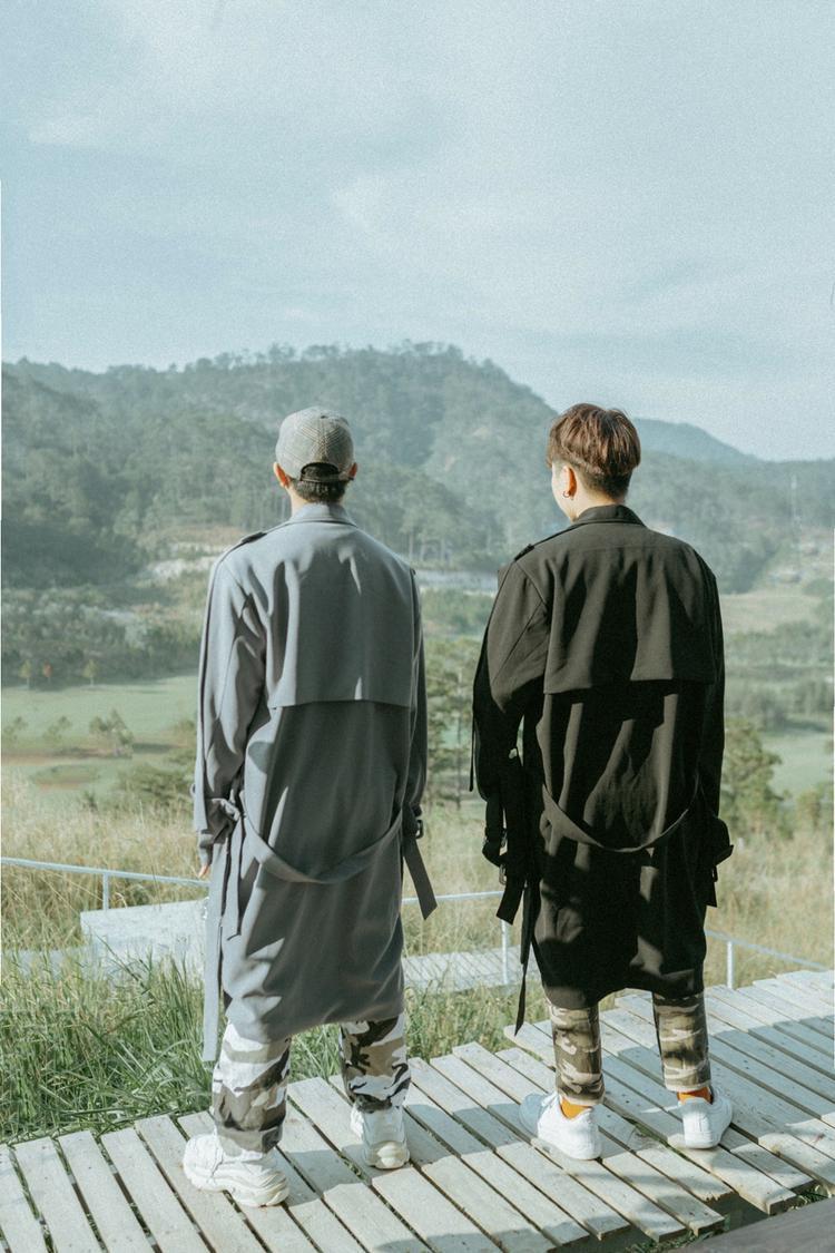 Bộ đôi vừa tung ra bộ ảnh thể hiện tinh thần đặc trưng của ca khúc Vội vàng.