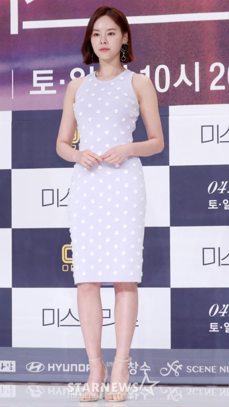 Mỹ nhân vạn người mê Han Ga In đẹp xuất sắc, lấn áp loạt nữ phụ vô danh trong họp báo phim Mistress