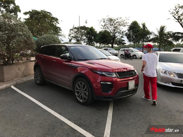 Khẳng định không thích đi xe máy, Sơn Tùng M-TP đang sử dụng xe hơi nào?