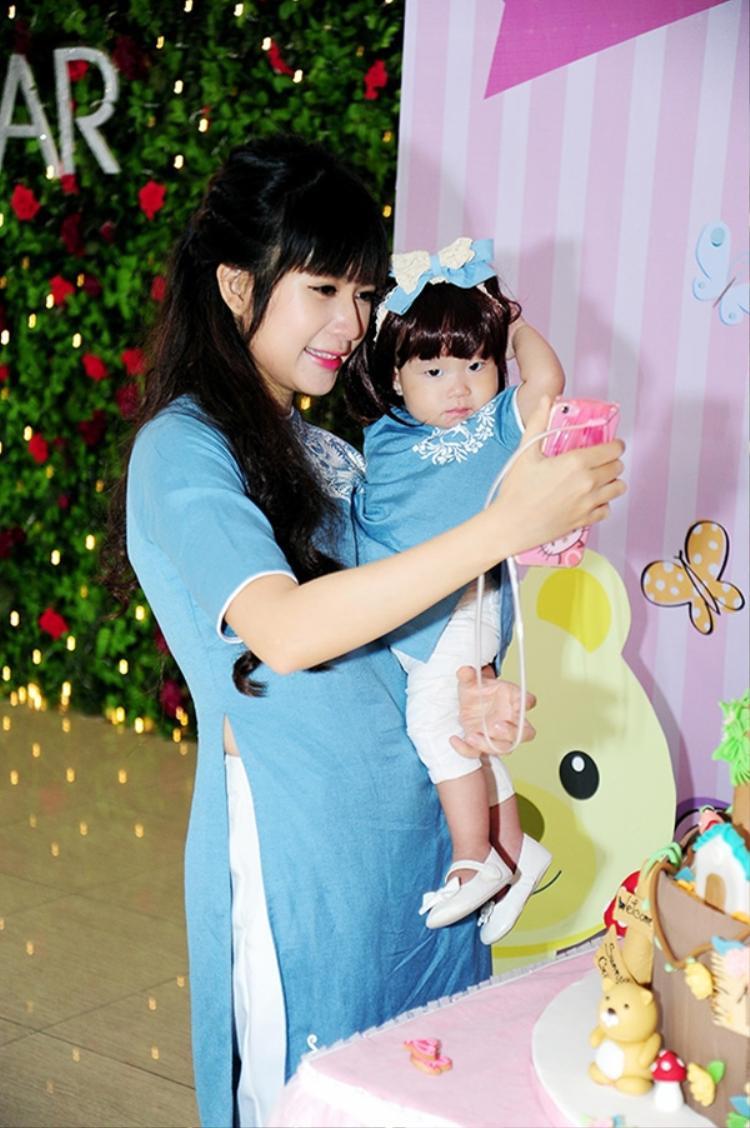 Nguyễn Tuệ Minh biểu thị sự thông minh, nhanh nhẹn và trí tuệ là điều Lý Hải mong muốn cho con gái thứ ba. Tên ở nhà của bé - Sunny vì khi mang bầu mẹ Minh Hà rất thích ngắm mặt trời mọc.