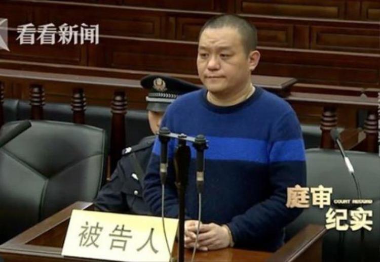 Ảnh: Bị cáo Xu Chao hầu tòa vì tội phóng hỏa đốt quầy vé số.