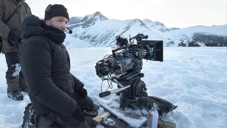 … thế nhưng khi quay Avengers: Infinity War, các nhà làm phim sử dụng một phiên bản máy quay IMAX mới nhỏ gọn và có tính di động cao hơn.