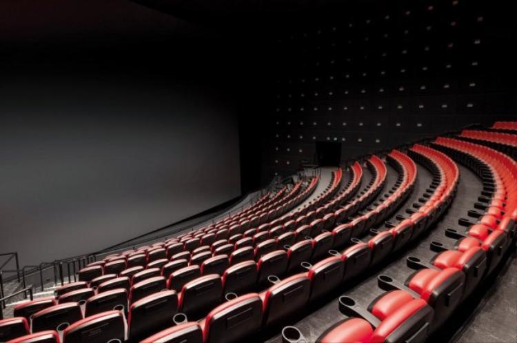 Điều đầu tiên bạn bạn nhận thấy khi bước chân vào rạp IMAX là màn hình cực lớn.