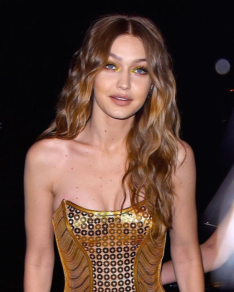 Outfit ấn tượng của Gigi trong tiệc sinh nhật thứ 23.