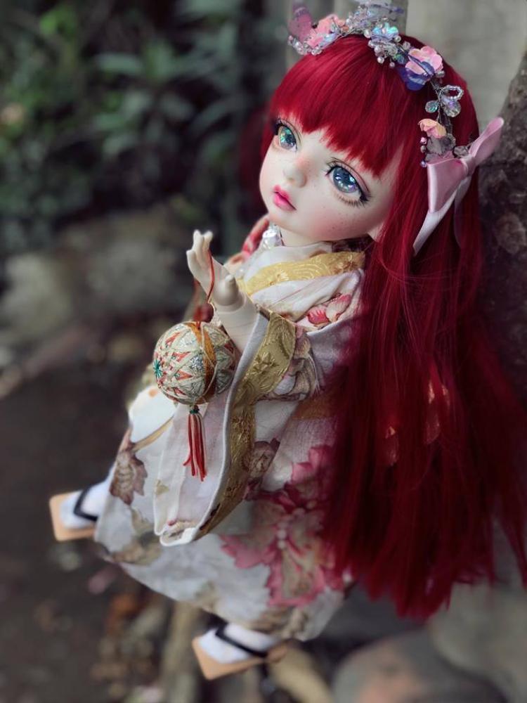 Búp bê Nhật Bản ngọt ngào bên trang phục Kimono truyền thống