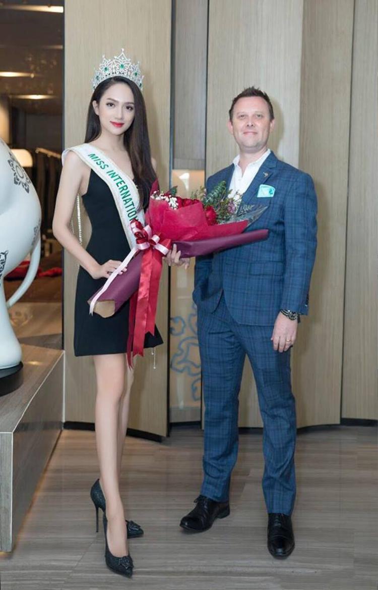 … Mr. Đàm hứa hẹn giúp sức khi Hương Giang tổ chức Miss Universe Tiffany tại Việt Nam.
