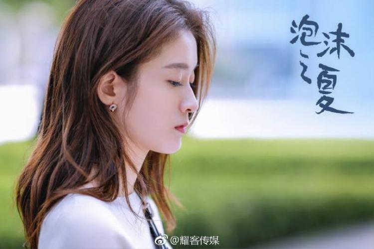 Bong bóng mùa hè tung trailer trước thềm ra mắt, giới thiệu chuyện tình tay ba của Trương Tuyết Nghênh