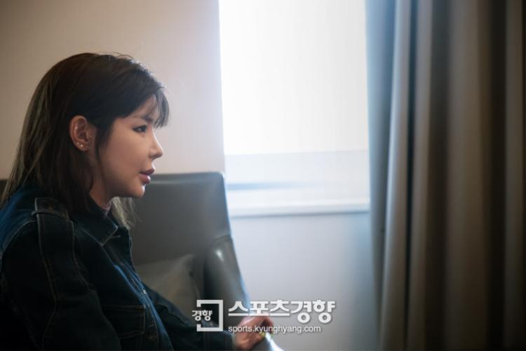 Thông qua cuộc phỏng vấn với báo Sports Kyunghyang vào ngày 26/4, Park Bom đã giải thích tất cả và có những lời gửi gắm đến các fan. Nhưng cũng như 4 năm trước, những lời đính chính ấy chẳng ai tin ngoài người hâm mộ cô nàng…