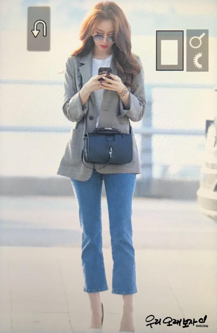 Jiyeon thậm chí còn chẳng cần diện đồ mới cầu kì mà vẫn thu hút.