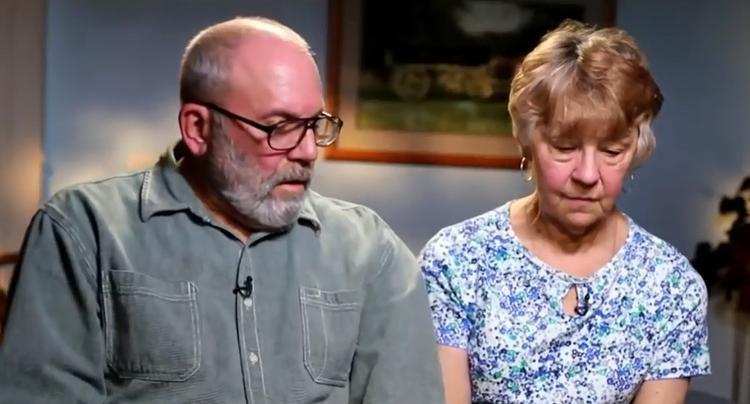 Charles và Kendy, cha mẹ của Rebecca.