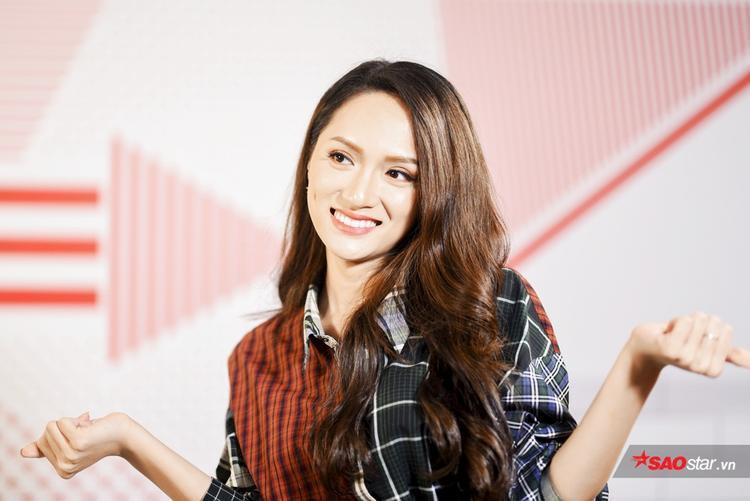 2 phút nói thật: Hoa hậu Hương Giang muốn sinh con trai để tiết kiệm chi phí chuyển giới