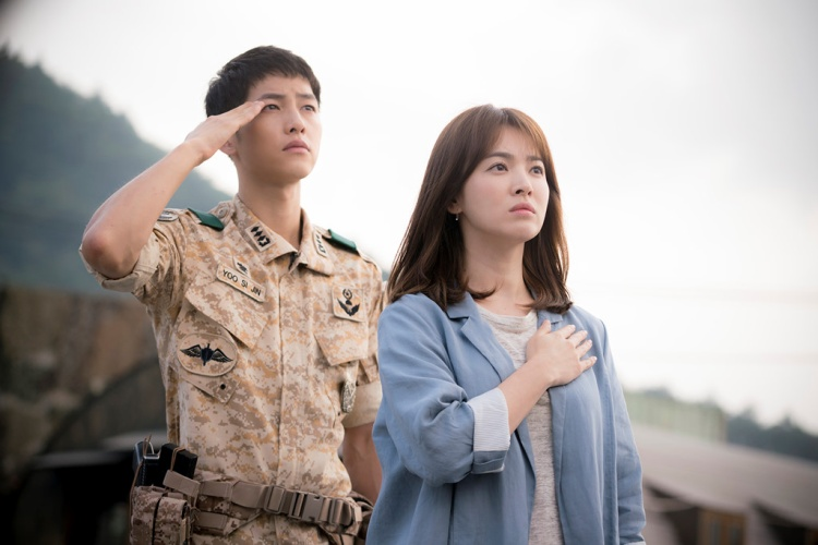"""Sau 9 năm, Song Joong Ki từ chàng trai ít nổi bật bỗng trở thành nam diễn viên thành công, đình đám nhất Hàn Quốc qua bộ phim """"Hậu Duệ Mặt Trời""""."""