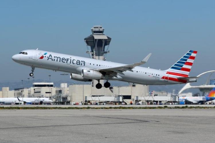 Các phi công cho biết, sau khi liên lạc với một bác sĩ tại mặt đất, người này tuyên bố hãy tiếp tục để chuyến bay hoạt động bình thường.Ảnh: Reuters