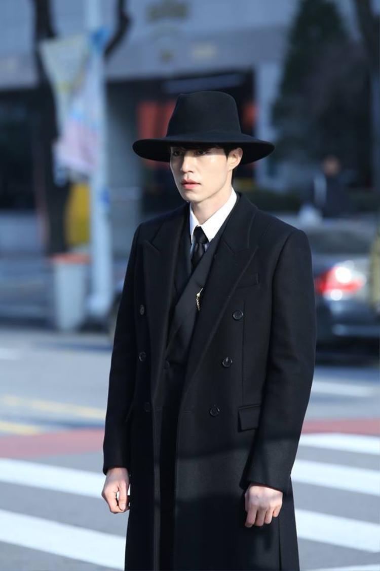 """Lee Dong Wook từng tạo tạo cơn """"sốt"""" trong drama """"Goblin"""" (2016) với ngoại hình đẹp trai, làn da trắng trẻo, gương mặt đáng yêu."""