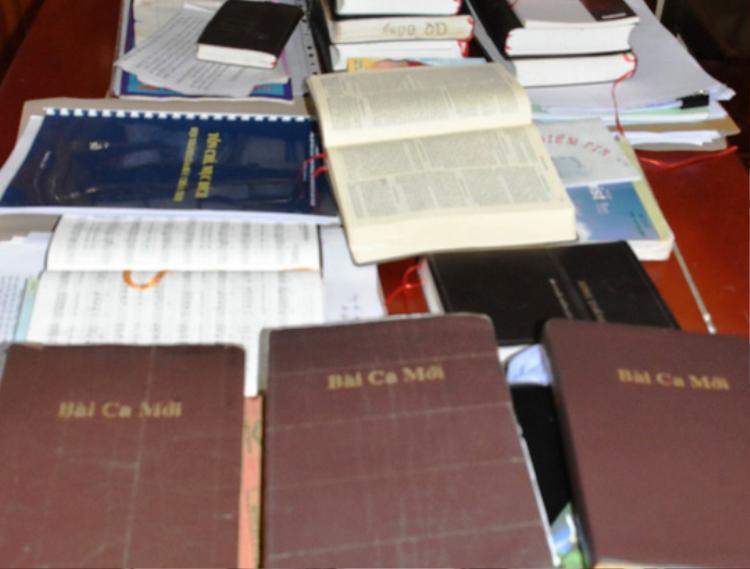 Những tài liệu của Hội mà Công an huyện Ngọc Lặc thu được. Ảnh: Người lao động.