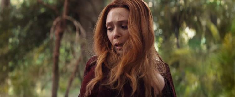 Infinity War: Vision và Scarlet Witch bị đuổi cùng giết tận vì chơi đá Tâm Trí một mình