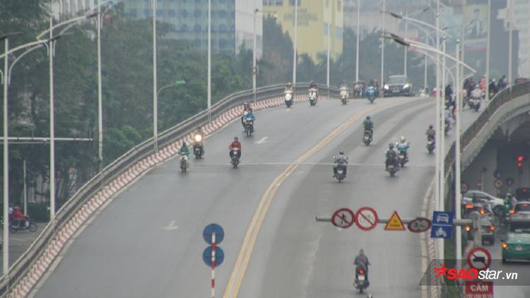 Ngày thường cầu vượt Nguyễn Chí Thanh - Kim Mã có bao giờ được thế này!