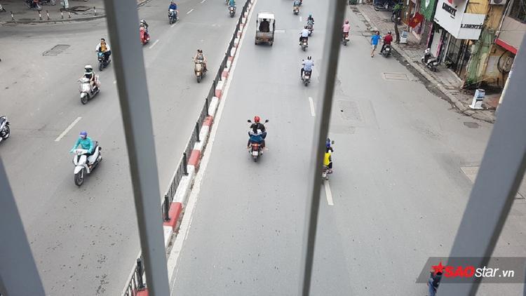 Hình ảnh yên bình, vắng lặng ở phố Nguyễn Lương Bằng.