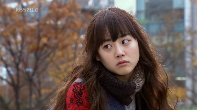 """Cô gái Mary hiền lành, tốt bụng trong """"Mary đi bụi cả đêm"""" 2011."""