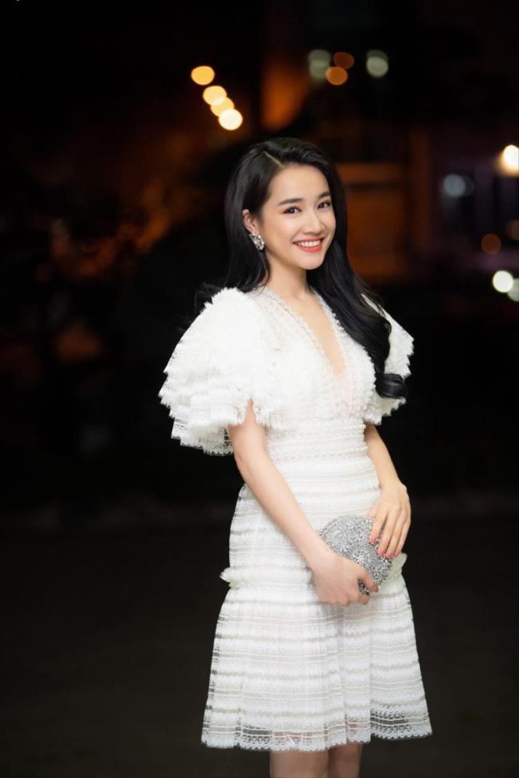 Đang kín đáo, những mỹ nhân Việt này gây choáng khi bất ngờ diện bikini
