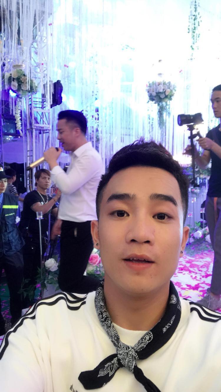 Duy Nam có mặt tại đám cưới Hữu Công.