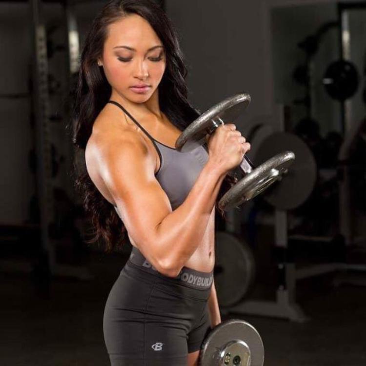 Kết đắng cho kẻ quấy rối phụ nữ gặp đúng cao thủ phòng gym
