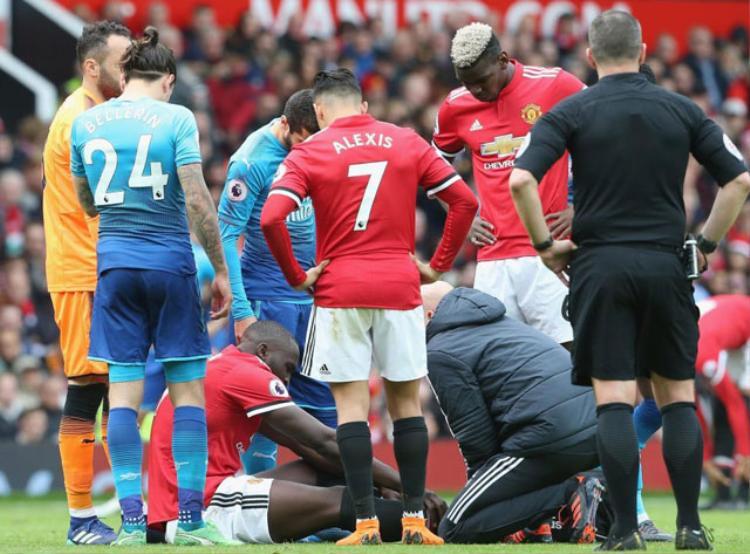 Lukaku dính chấn thương ở trận đấu với Arsenal.