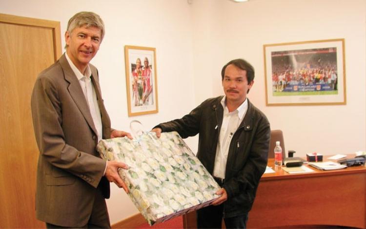 Cuộc gặp gỡ lịch sử với HLV Wenger.