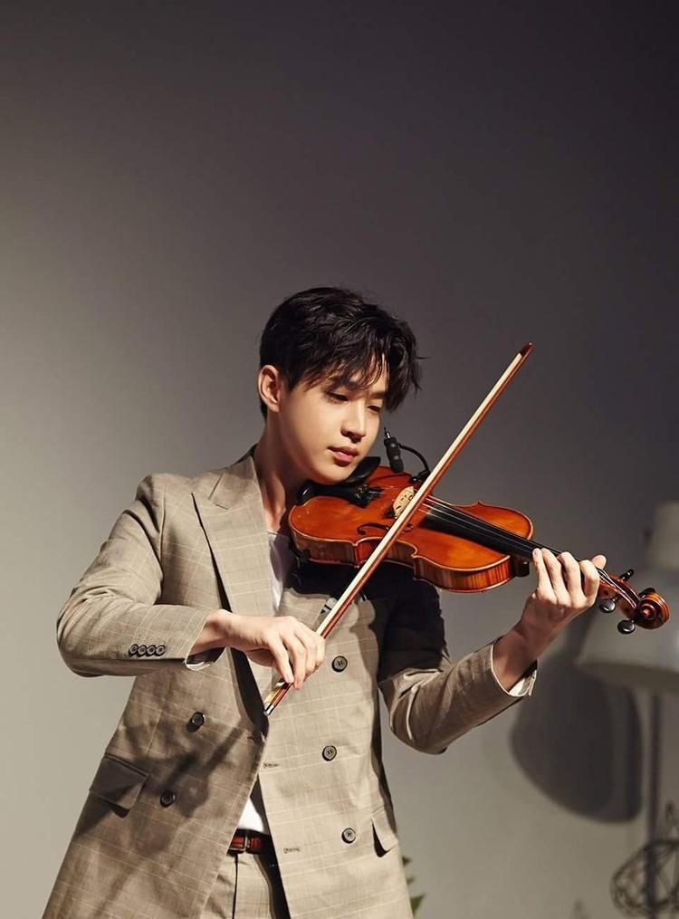 Henry được mệnh danh là thần đồng violin.