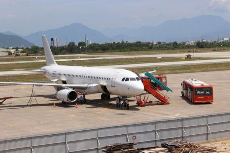 Bong bê tông, sân bay Đà Nẵng đóng gấp 1 đường bay
