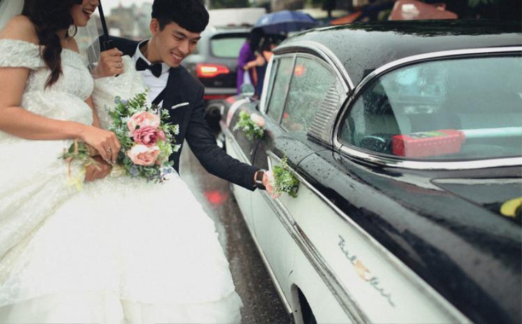 """Không chỉ hạnh phúc với đám cưới được tổ chức theo phong cách yêu thích của hai vợ chồng, Hoàng Nam còn cảm thấy hào hứng nhờ nhờ sự hỗ trợ của nhóm bạn """"hợp gu""""."""