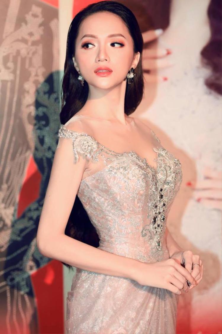 Hương Giang cho biết cô luôn chuẩn bị kỹ càng để có hình ảnh đẹp nhất mỗi khi xuất hiện trước công chúng.