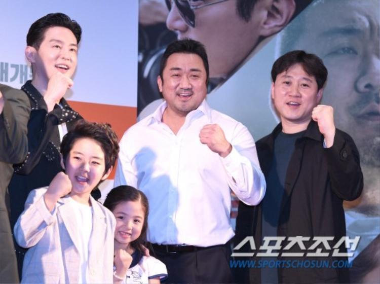 Song Ji Hyo, Sandara cùng các thành viên KARA, Wonder Girls khoe sắc tại buổi ra mắt phim Champion