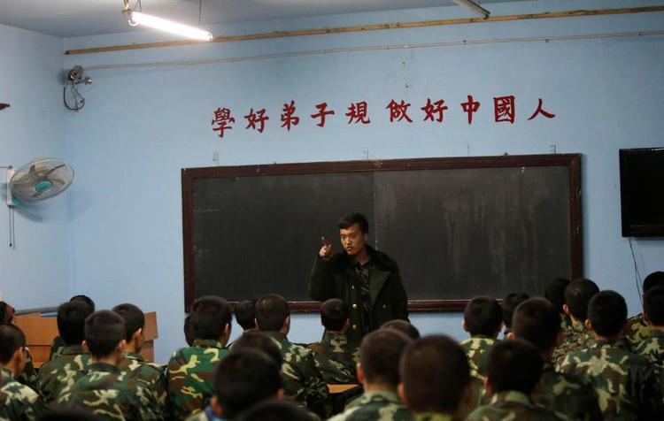 Rất nhiều người hướng dẫn trong các trung tâm này từng là những người hướng dẫn trong quân đội.