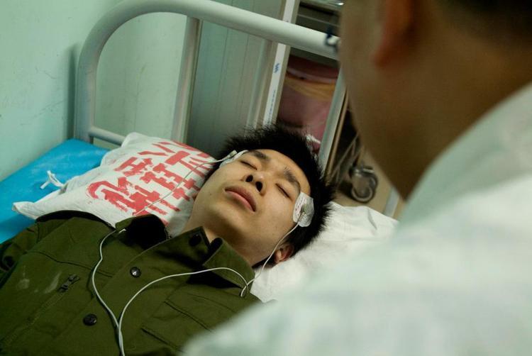 Các bệnh nhân có dấu hiệu lo lắng được yêu cầu nằm nghỉ và sử dụng điện liệu pháp.