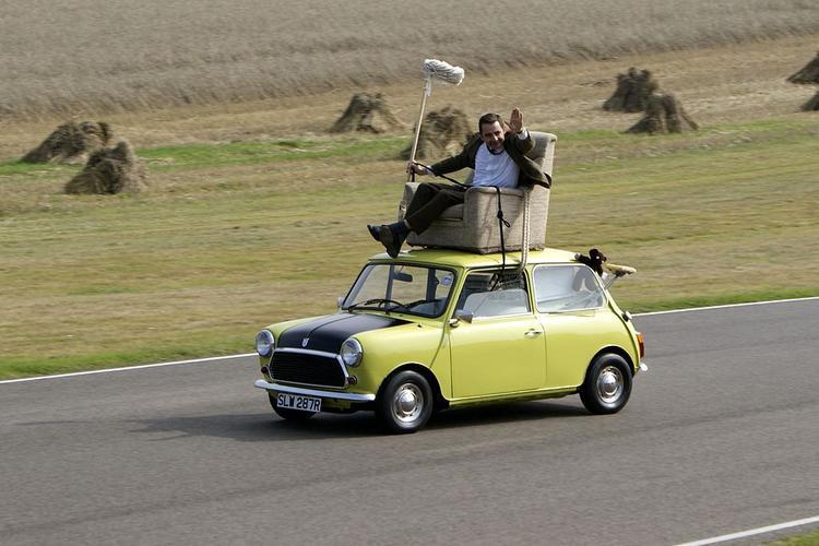 Hình ảnh chiếc xe màu xanh lá cùng nắp capô có một phần sơn đen nhám đã gắn liền với sự hài hước của Mr. Bean.