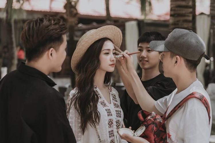 """Các fan vào vai """"thám tử"""" và lập tức khẳng định Jun Vũ sẽ là nữ chính trong MV của Sơn Tùng lần này."""
