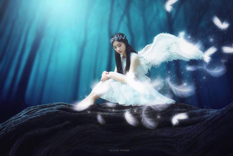 """Trước khi đăng quang, Nam Phương cũng từng được mệnh danh là """"thiên thần"""" áo dài, """"nàng Hằng Nga"""" và mới đây Miss Teen lại khiến nhiều người thương nhớ với tạo hình thiên sứ mong manh, trong sáng trong bộ ảnh đẹp như cổ tích."""