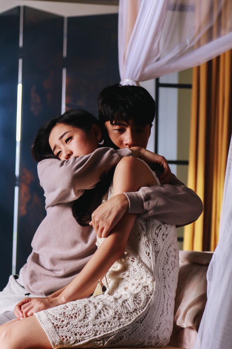 Thế mà chỉ vì Noo không may bị bệnh, mắt nhìn không rõ nữa, Jun nỡ bỏ Noo đi.