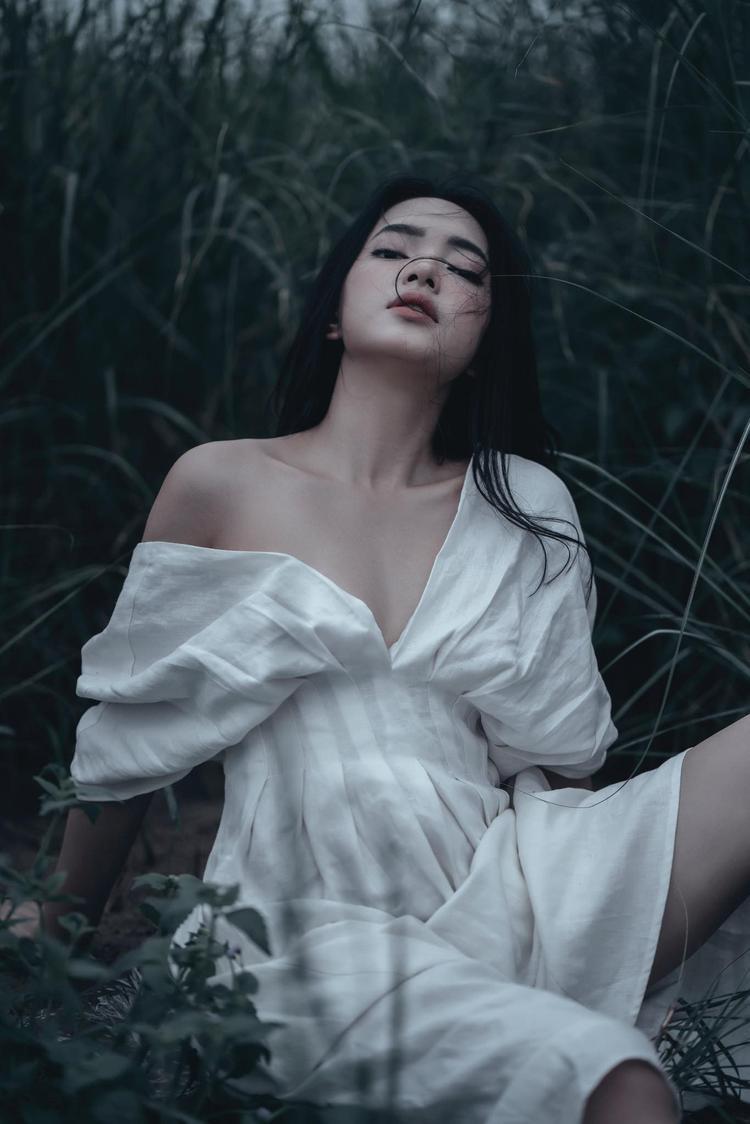 Vòng một đầy đặn, thần thái tuyệt vời, Châu Bùi đốn tim fan với bộ hình sexy khó cưỡng
