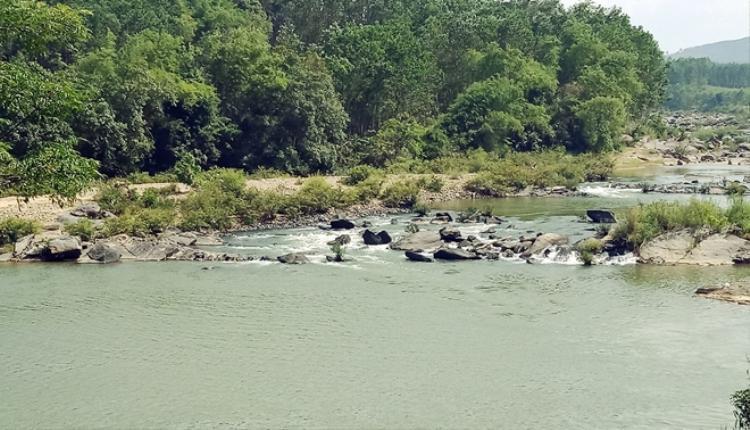 Đoạn sông Đá Giăng nơi xảy ra vụ 2 thanh niên đuối nước. Ảnh: Ngọc Thi.