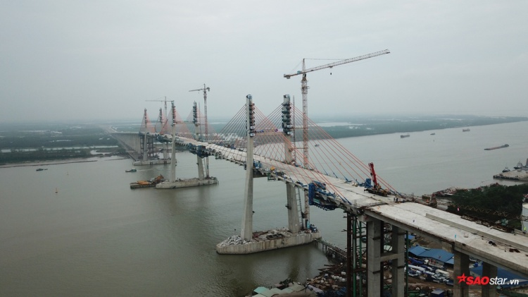 Phần cầu Bạch Đằng được đầu tư theo hình thức BOT với kinh phí khoảng 7.200 tỷ đồng do Công ty Cổ phần BOT cầu Bạch Đằng làm chủ đầu tư.