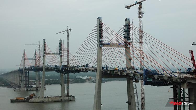 Sau khi hợp long cầu Bạch Đằng, từ Hà Nội về tới Hạ Long chỉ còn 130km (trước đó 180km) và 90 phút di chuyển bằng ô tô.
