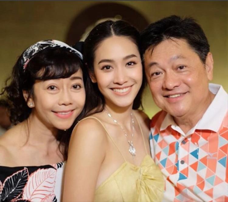 Min Pechaya đón tuổi mới trong tình yêu thương của mọi người.
