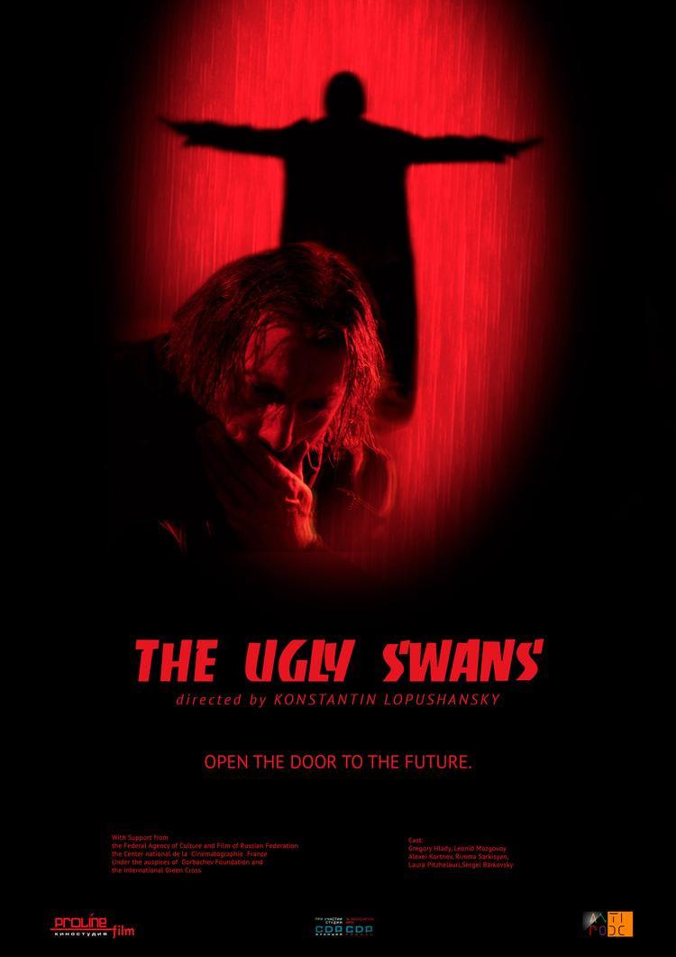The Ugly Swans đều thích thú với gam màu ma mị thu hút này.